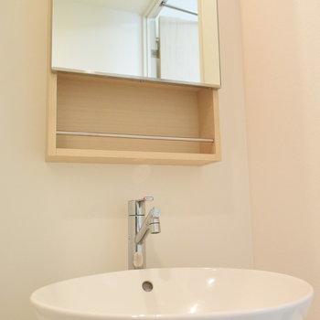 可愛い洗面台で今日も支度を(※写真は7階の同間取り別部屋のものです)