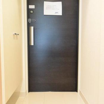 玄関はすっきり(※写真は7階の同間取り別部屋のものです)