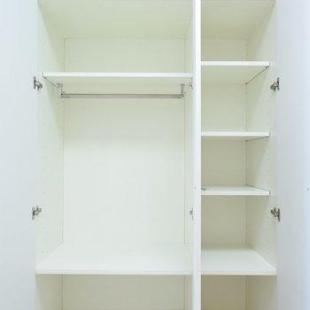 クローゼットはコンパクトです(※写真は7階の同間取り別部屋のものです)