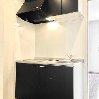 黒のカッコいいキッチン! (※写真は4階の同間取り別部屋のものです)