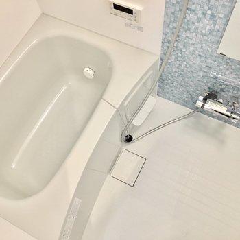 お風呂には浴室乾燥機付き◎ (※写真は4階の同間取り別部屋のものです)