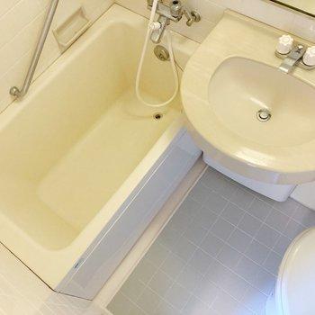 トイレが濡れないようにシャワーカーテンを付けましょう。