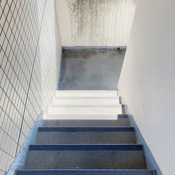 5階までは階段を利用しましょう。