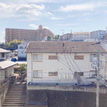 5階なので眺めがいいですね〇目線も気にならないかな。