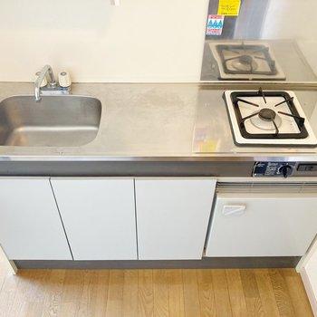 コンパクトなキッチンですが、まな板が置けるスペースはありますよ。