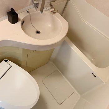 サニタリーは3点ユニットです。まるっと洗えて、お手入れ簡単ですよ。