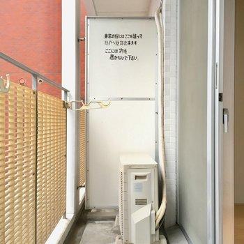 普通サイズのバルコニー。(※写真は6階の同間取り別部屋のものです)