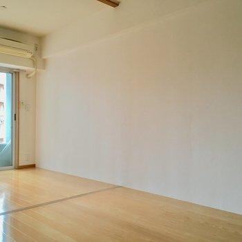 真っ白な壁で休日はホームシアターも楽しみたいっ。(※写真は6階の同間取り別部屋のものです)