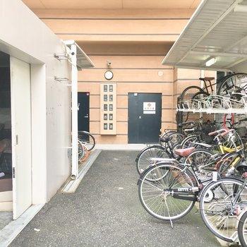 ゴミ置き場と駐輪場も敷地内にあります