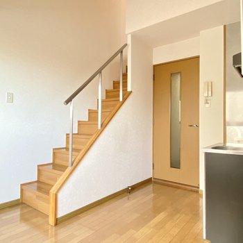 さあ階段を登って洋室へ。