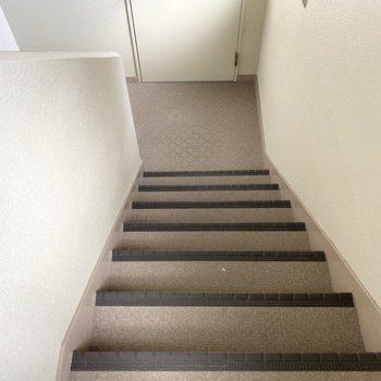 3階までは階段でスイスイと。