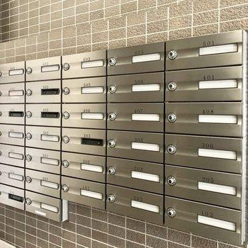 メールボックスはエントランスを入ってすぐのところにあります。