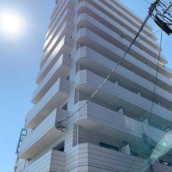 10階建ての建物の、4階です!南向き!