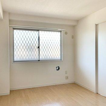 【洋室】北向きの約6.3帖のお部屋は寝室にぴったり。※写真は2階の同間取り別部屋のものです