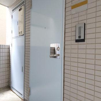 ブルーの扉がかわいいこちらのお部屋のご紹介でした。