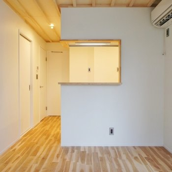 対面キッチンです※写真は1階の同間取り別部屋のものです