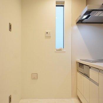キッチンスペースはこんな感じ。※写真は1階の同間取り別部屋のものです