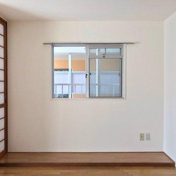 角部屋なのでこちらにも窓。換気しやすいのは嬉しいですね!