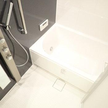 浴室乾燥機、追焚がついています。そして!(※写真は10階の同間取り別部屋のものです)