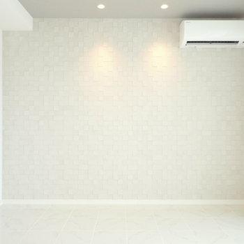 こちらの壁は…(※写真は10階の同間取り別部屋のものです)
