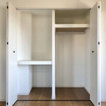 【洋室】棚の高さが違うので、使い分けができます。