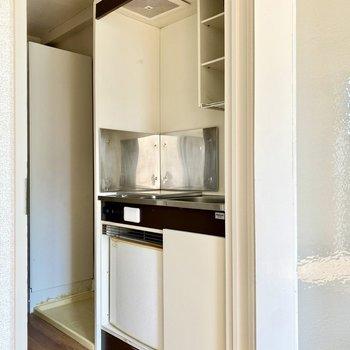 キッチンもシンプルな造りですね。