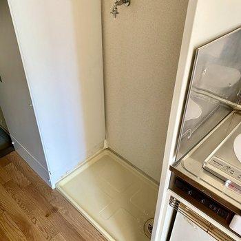 キッチン隣には洗濯機置場がありました。