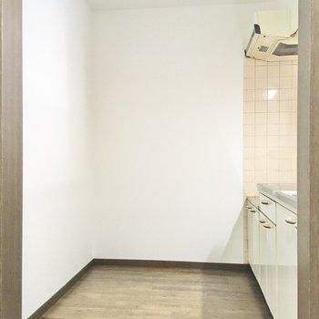 【LDK】キッチンが広々としています。