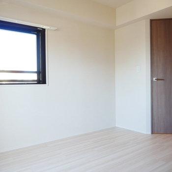 角部屋なので2面採光(※写真は4階の同間取り別部屋のものです)