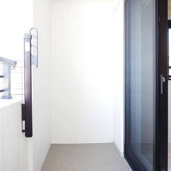バルコニーは使いやすい広さ(※写真は4階の同間取り別部屋のものです)