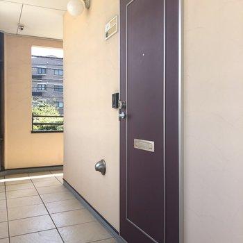 2階上がってすぐの角部屋のお部屋。