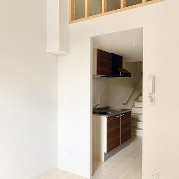 天井も高いです※写真は1階の反転間取り別部屋のものです