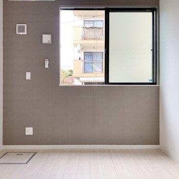 居室はこぢんまりとしています※写真は1階の反転間取り別部屋のものです