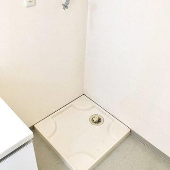 そのお隣に洗濯パン。(※写真は4階の同間取り別部屋のものです)