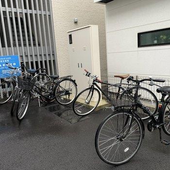 自転車はマンションの前にとめてくださいね!