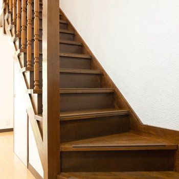 階段を上って2階を見ていきます。