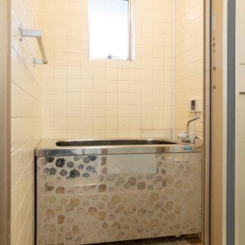 浴室です。レトロな雰囲気がたまりません。