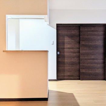 [LD]キッチンは半開放型です。