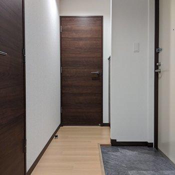 玄関と廊下は広くなっているので、通りやすいです。
