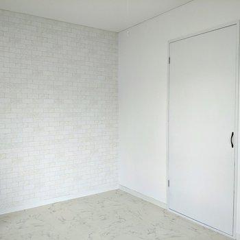 【洋室】こちらにはクローゼットがあります。