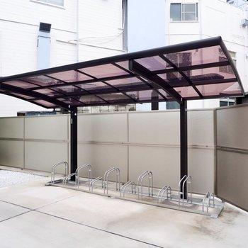 駐輪場(空き要確認)。屋根が付いているので雨の日も安心ですよ。