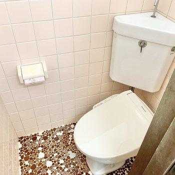トイレにも窓が付いています。