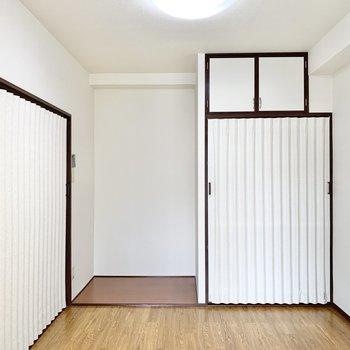【洋室】コンパクトな空間です。