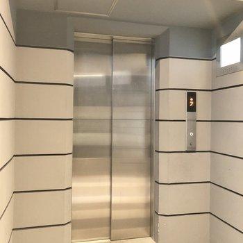 お部屋まではエレベーターでスイスイ〜。
