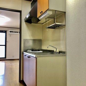 キッチン横には冷蔵庫を置くスペースが※写真は1階の反転間取り別部屋のものです