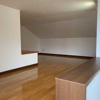 【ロフト8.1帖】階段をのぼって……おお~奥行きがある。