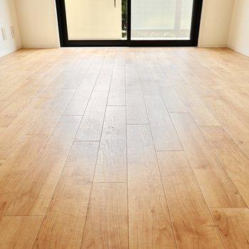 クッションフロアの床ですが、無垢床のような風合いが心地良いんです◎