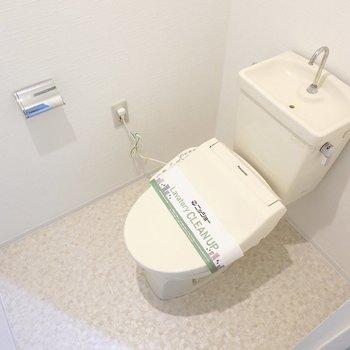 トイレはウォシュレット付き。ちょっとスペースが広いんです。