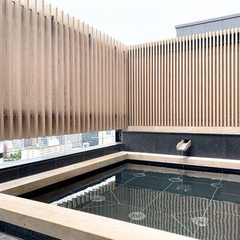 【大浴場】温泉露天風呂は圧巻です。箱根から源泉が運ばれてくるそうですよ。