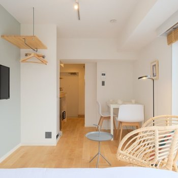 木がふんわり香る素敵空間、なんとこちらの家具付き!